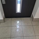 玄関の掃除(床、タイル、鏡など)と少し玄関インテリア風水情報