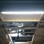 【簡単DIY】ガレージにLEDテープライトで照明を追加し入口付近を明るくしました