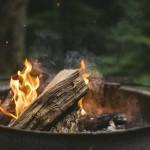 秋だ!焚き火台で焼き芋だ!でも自宅の庭で焚き火は法律違反⁉ ご近所から苦情・トラブルにも注意!
